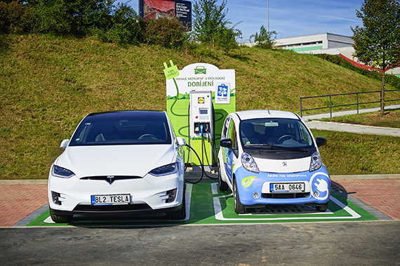 ABB installs fast-charging station for electric vehicles at Prague supermarket